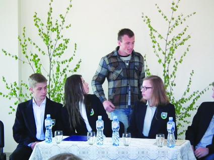 Lentvario Motiejaus Šimelionio gimnazijos moksleiviai pristatė literatūrinę kompoziciją skirtą Donelaičio metams -  Mes – lietuvninkai vyžoti