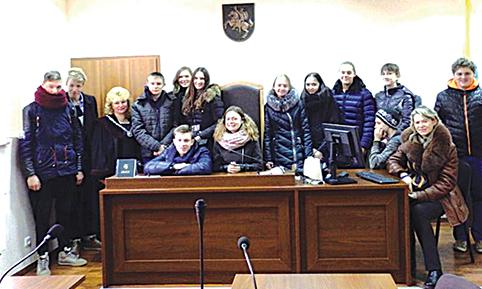 Mokiniai turėjo galimybę apsilankyti ir teismo salėje