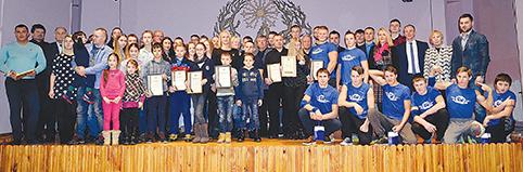Po pagerbimo visi geriausi 2015 m. Trakų rajono sportininkai susirinko įsiamžinti bendrai nuotraukai
