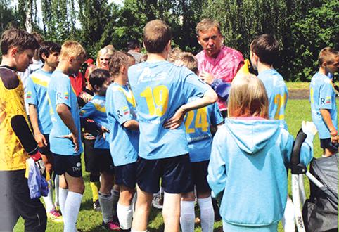 """""""Futbole svarbu didelės ambicijos ir nugalėtojo charakteris, - sako treneris V. Zagurskas. - Turi būti karys, nuolat pasiryžęs pergalingai kovai ir jei neturi minties laimėti, nereikia pradėti ir kovos""""."""