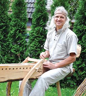 """""""Esu laimingas žmogus, galiu tik kitiems palinkėti rasti tą paparčio žiedą..."""", - sako Jonas Ališauskas"""
