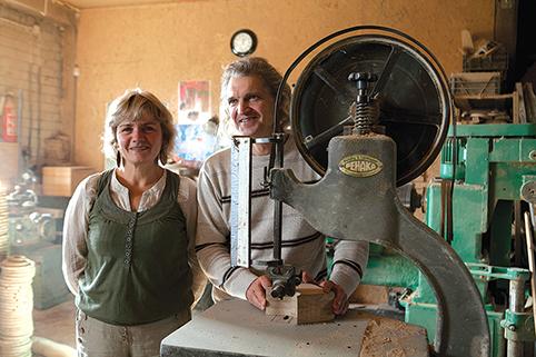 Dalia ir Jonas Ališauskai - Žemės ūkio ministerijos atestuoti tradicinių amatų meistrai