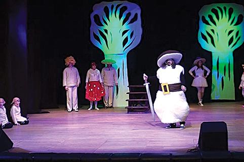"""Spektaklyje vaikams """"Grybų karas"""" (rež. R.Čuta) Aleksandras vaidino grybų vadą Baravyką"""