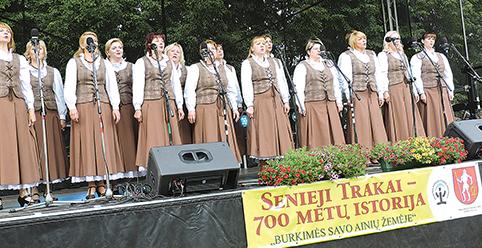 """Daug plojimų sulaukė moterų ansamblio """"Stare Troki"""" dainuotos dainos"""