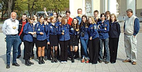 Tarptautiniame projekte su jūrų skautais 2004 metais (Akvilė – pirmos eilės centre)
