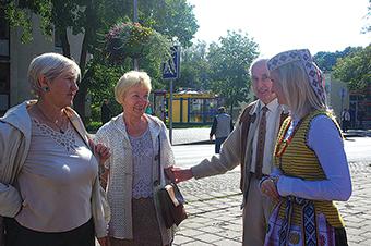Baltijos kelias 2014 m. Pirma iš kairės Trakų r. merė E. Rudelienė, antras J. Bagdonas