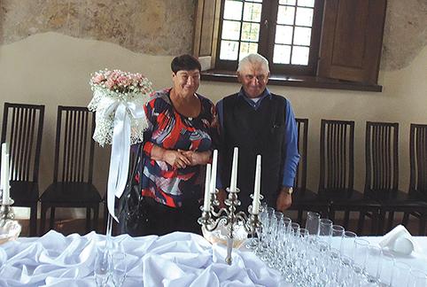 Vanda ir Juozas Petravičiai kelionės metu – Kelmės rajono Šiluvos bažnyčioje ir Tytuvėnų vienuolyno ansamblio pokylių salėje