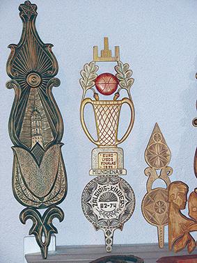 Verpstės iš liepų yra mieliausiai Jono Adlio drožiamos kompozicijos