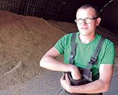 Avižų mazgo operatorius Dai- nius Ambroževičius atsakingas už kokybišką šių grūdų priėmimą ir valymą