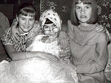 """""""Su pusseserėmis Dalia ir Rasa mėgdavau krėsti visokias šunybes""""- sako Aivaras (centre)"""