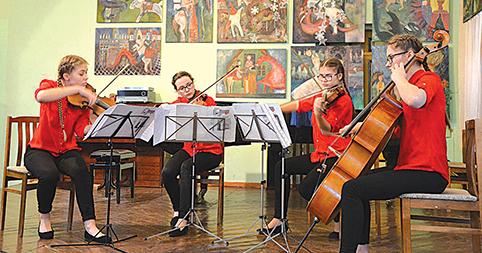 """Akimirkos iš pirmojo respublikinio styginių instrumentų festivalio-konkurso """"Romantikų įkvėpti"""""""